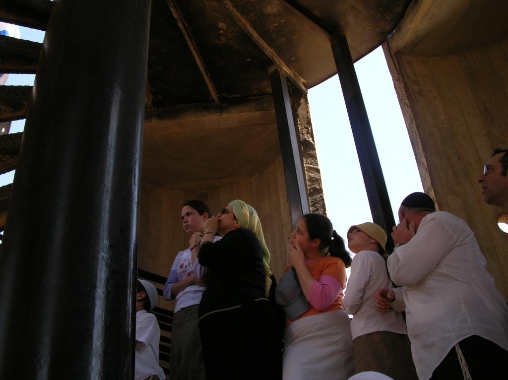 תמונות מעצרת למניעת ההינתקות 2005 באנדרטה בחבל שלום